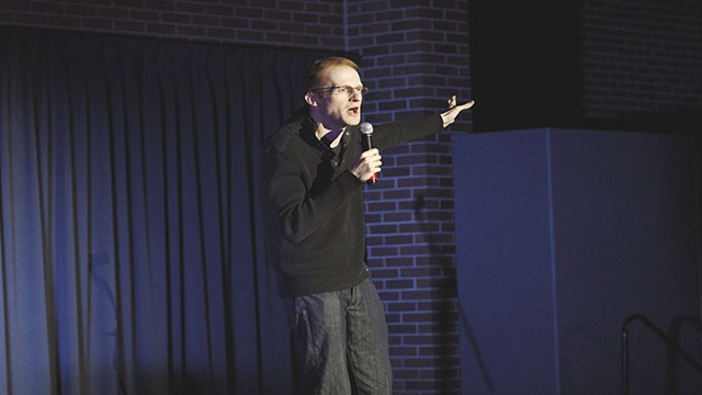 Comedian+Steve+Hofstetter+performed+in+front+of+dozens+of+EWU+students.%0A