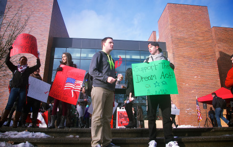 Representatives rally in support of Dream Act