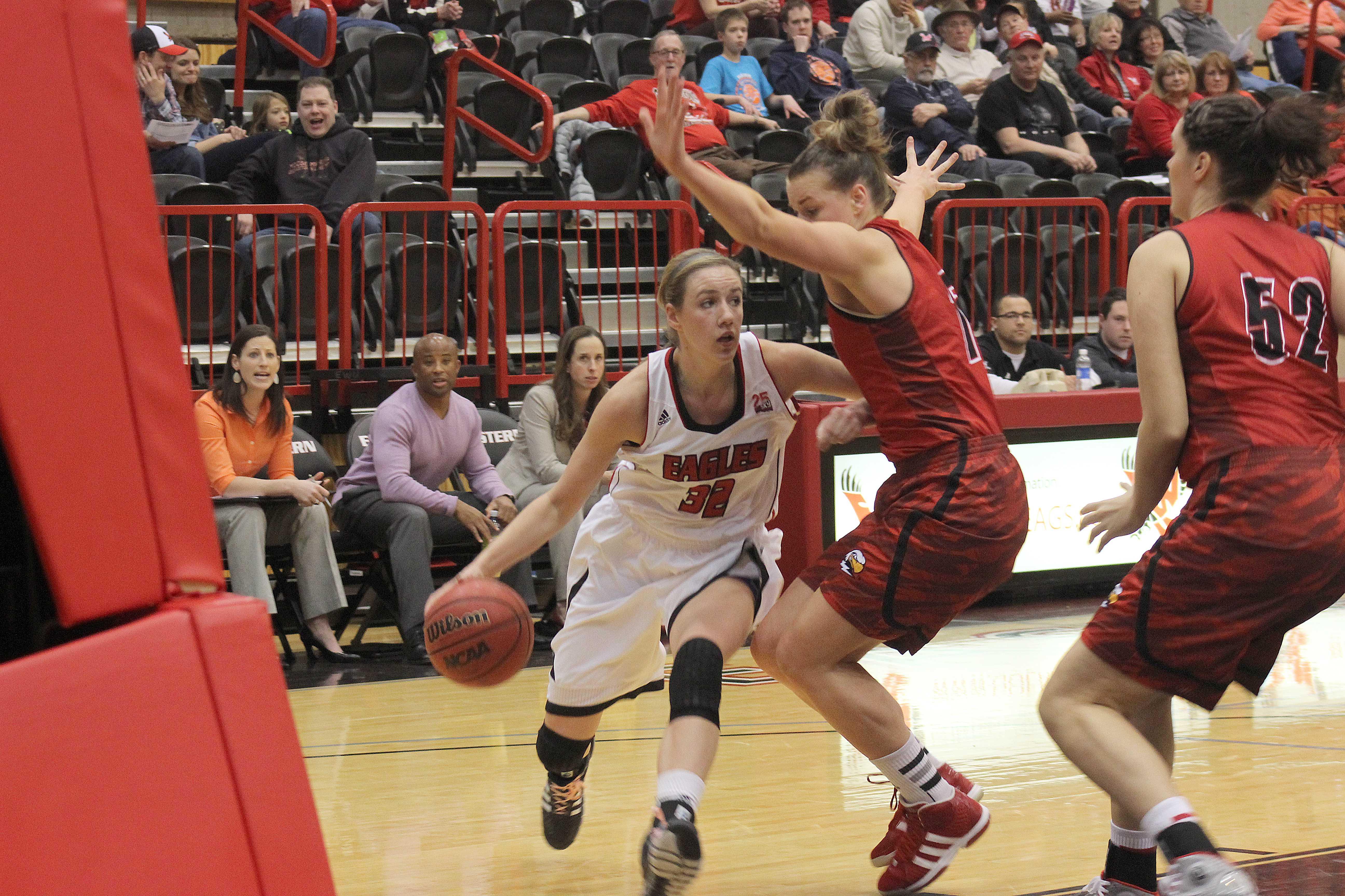 Senior guard Aubrey Ashenfelter drives to the basket against Southern Utah.
