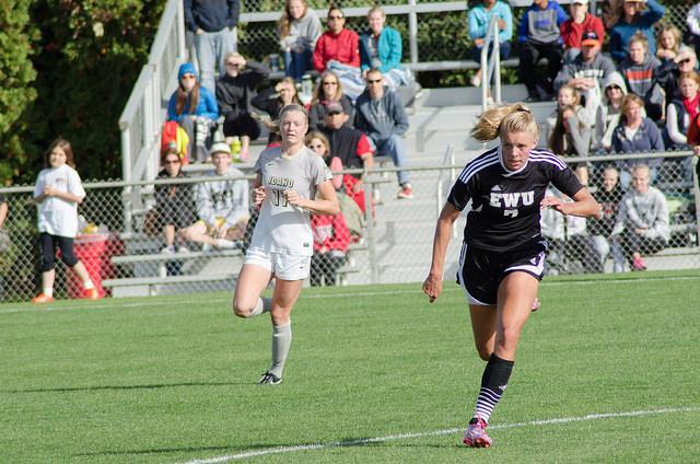Savannah Hoekstra begins to run after the ball.