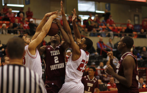 Men's basketball defeats Texas Southern and Utah Valley