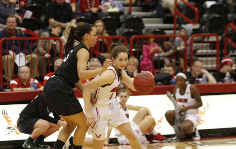 Women's basketball splits pair of Big Sky home games