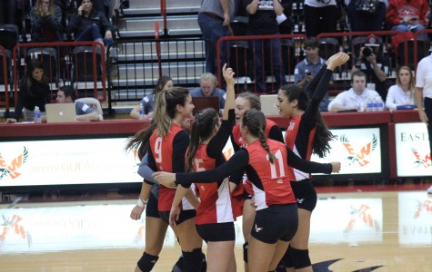 Volleyball drops to 7-1