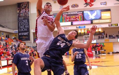 Men's basketball perseveres to start season 1-1