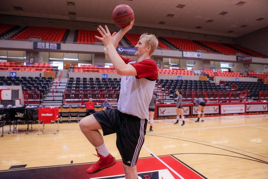 Bogdan Bliznyuk makes a practice shot.
