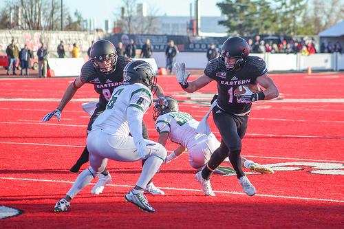 Cooper Kupp evading a Portland State defender in a game at Roos Field on Nov. 21