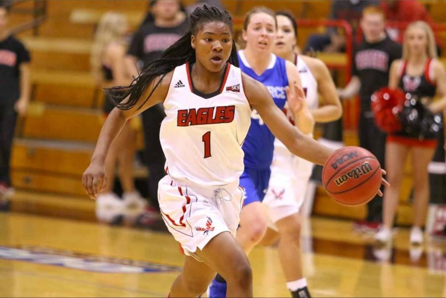 Aqeelah Williams bringing the ball up the floor.