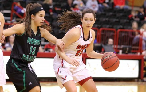 Hayley Hodgins glides past UND defensive player.