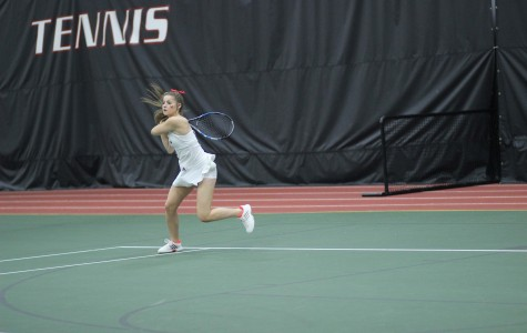 Women's tennis sweeps weekend matches