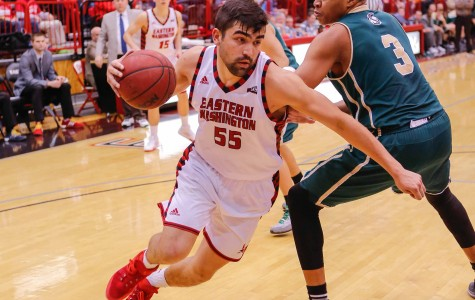 Eagles remain in 3rd place after splitting pair of road games