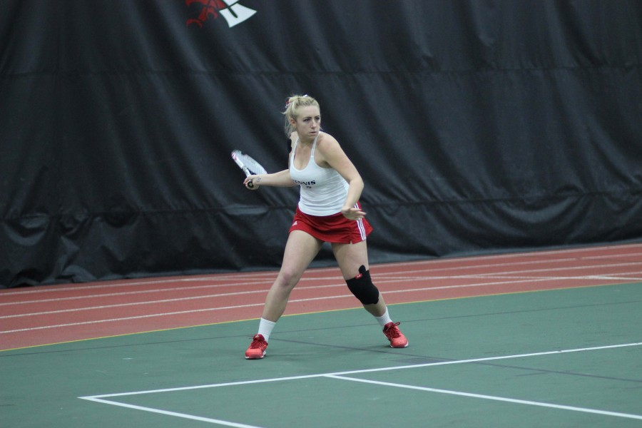 Women's tennis splits weekend matches, move to 6-3