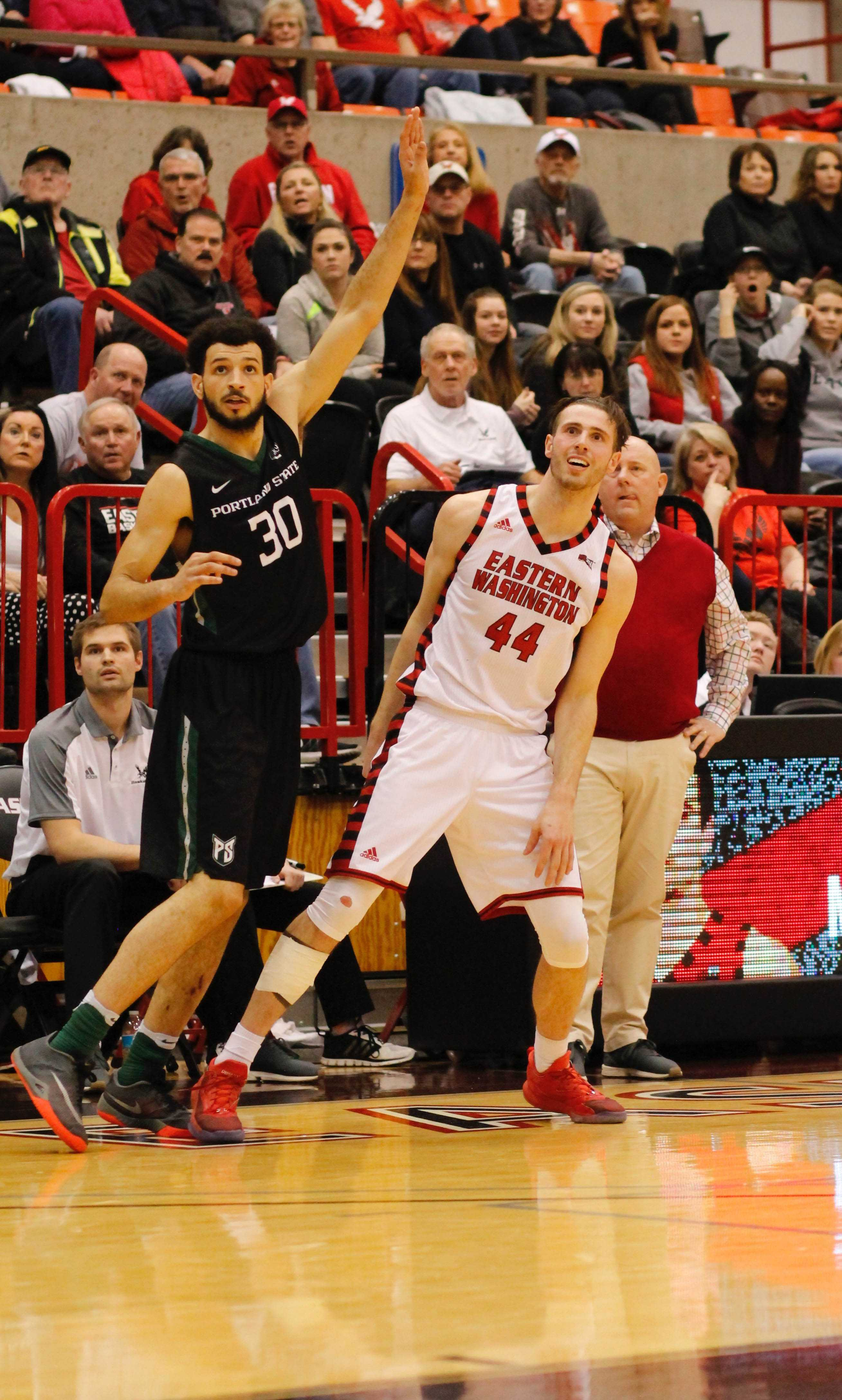 Senior+forward+Felix+Von+Hofe+watches+his+three+point+attempt+in+overtime+against+Portland+State%2C+Feb.+4%2C+2017%2C+at+Reese+Court.