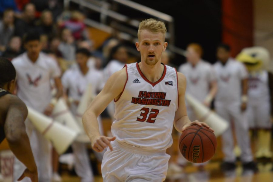 Senior forward Bogdan Bliznyuk surveys the defense during a recent home game. Bliznyuk is averaging 18.7 points, 3.6 assists and 1.0 steals on the season   Bailey Monteith for The Easterner