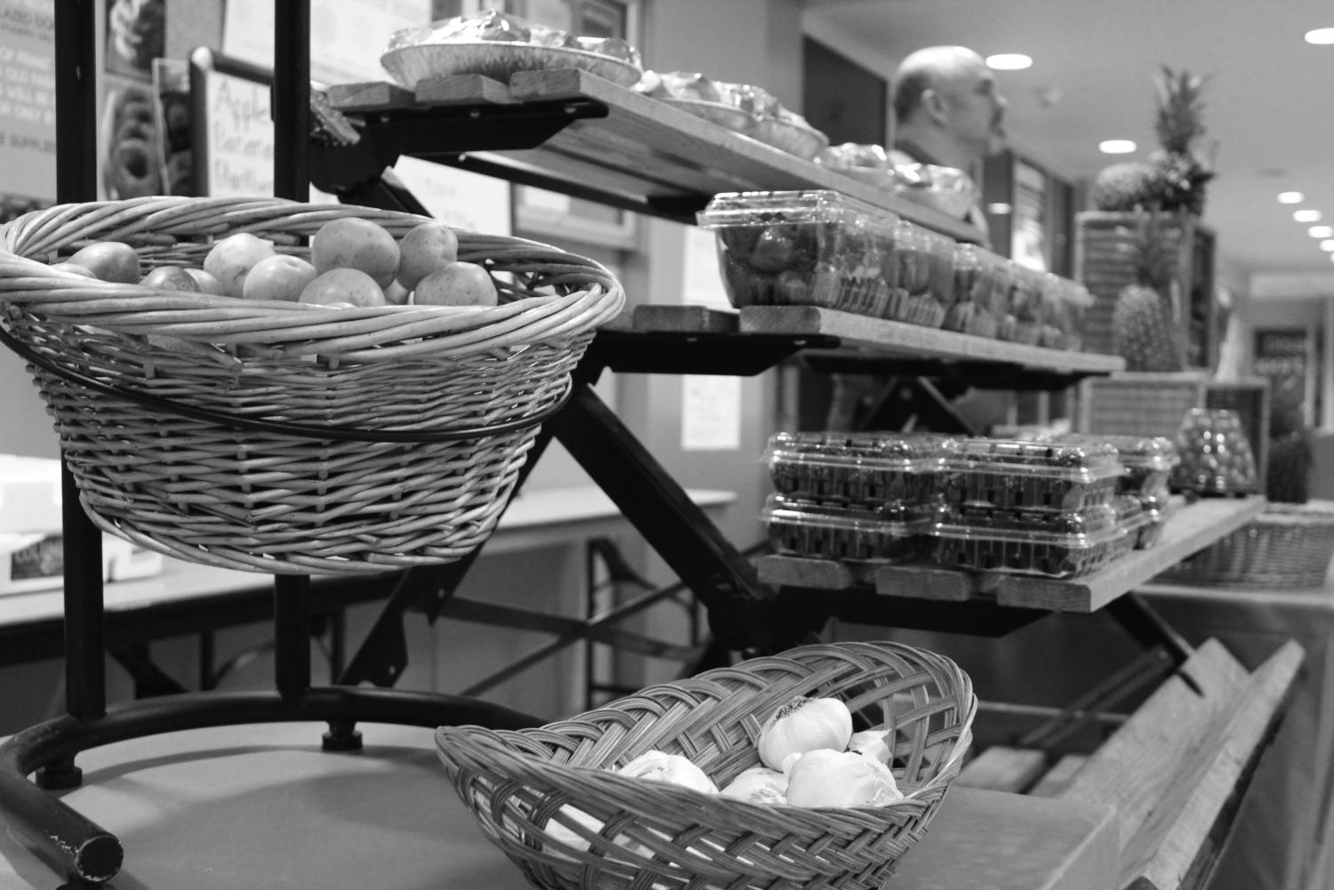Students shop at the Fresh Market in Tawanka Hall. The market was set up to provide students with healthy fresh foods | Mckenzie Ford for The Easterner