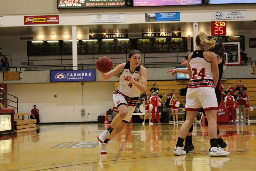 Senior forward Delaney Hodgins uses a screen against Idaho State on Feb. 24. Hodgins set the Big Sky Conference single-game record with 46 points against Northern Arizona on March 2 | Mckenzie Ford for The Easterner