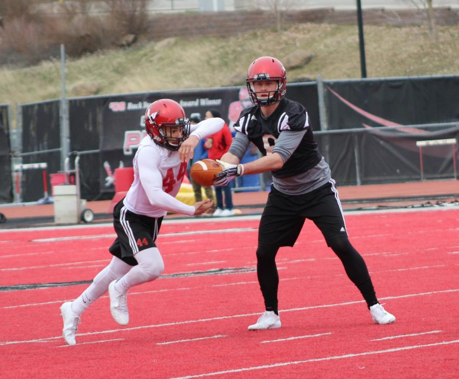 Senior+quarterback+Gage+Gubrud+hands+the+ball+off+to+junior+running+back+Dennis+Merrit+at+EWU+football%27s+first+spring+practice+on+April+3.+The+Eagles+are+trying+to+improve+on+a+2017-18+season+in+which+they+went+7%E2%80%934+overall%2C+but+missed+out+on+the+FCS+playoffs.+%7C+Mckenzie+Ford+for+The+Easterner