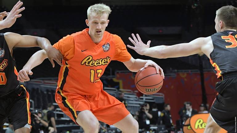 Senior+forward+Bogdan+Bliznyuk+drives+to+the+lane+during+the+Reese%27s+College+All-Star+Game+on+March+30.+Bliznyuk%2C+who+strives+to+play+in+the+NBA%2C+was+one+of+20+NCAA+Division+I+seniors+selected+to+play+in+the+Final+Four+event+in+San+Antonio.+%7C+Photo+courtesy+of+NACB
