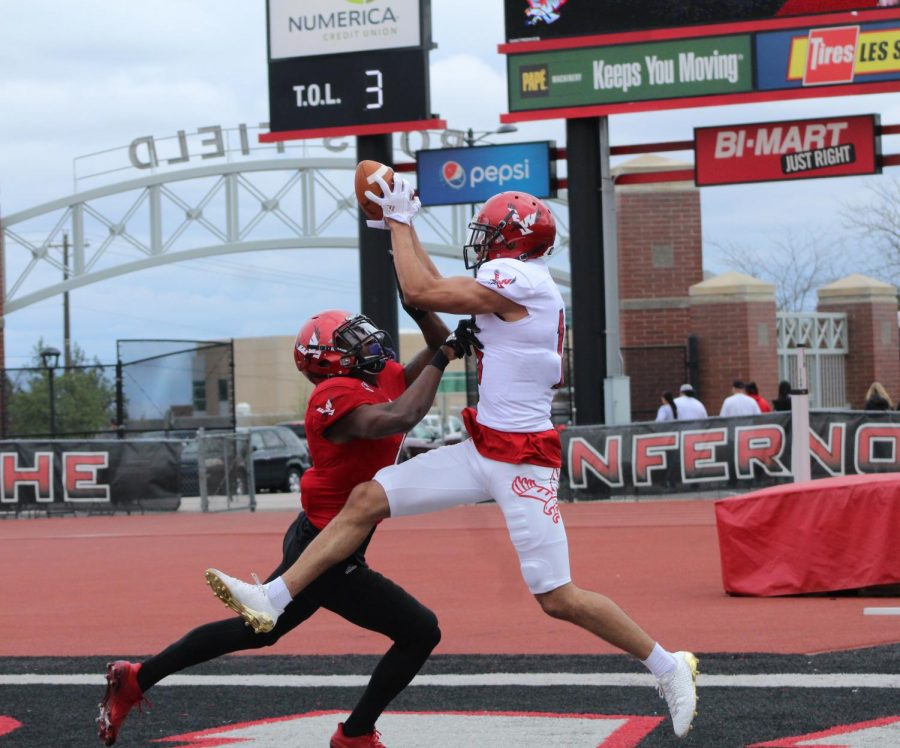Redshirt+freshman+wide+receiver+Andrew+Boston+catches+a+touchdown+pass+at+EWU%27s+annual+Red-White+spring+game+on+April+28.+Boston%27s+White+team+won+the+friendly+matchup+17%E2%80%930+%7C+Mckenzie+Ford+for+The+Easterner