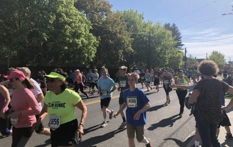 Runners participate in the 42nd annual Bloomsday race. The 7.46 mile had over 40,000 runners sign up | Kelsey Magnuson for The Easterner