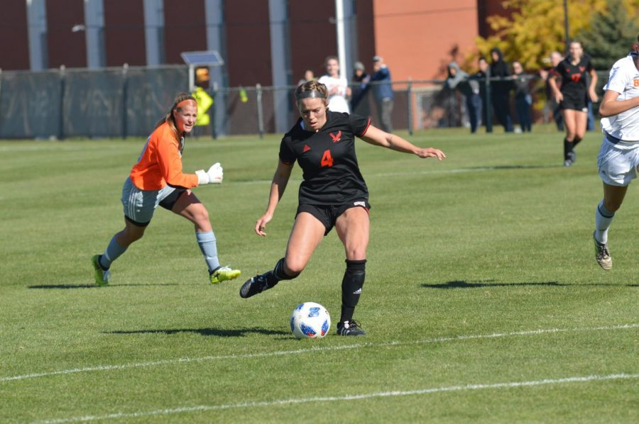 Senior+Allison+Raniere+kicks+the+ball+during+Sunday%27s++victory+over+Idaho+State.+Raniere+was+one+of+five+seniors+recognized+during+senior+day.+%7C+Bailey+Monteith+for+The+Easterner