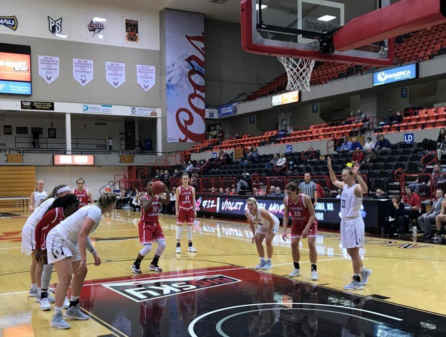 Senior+guard+Kapri+Morrow+shoots+a+free+throw+against+Eastern+Oregon+University+on+Nov.+14.+Morrow+scored+14+points+in+the+game.