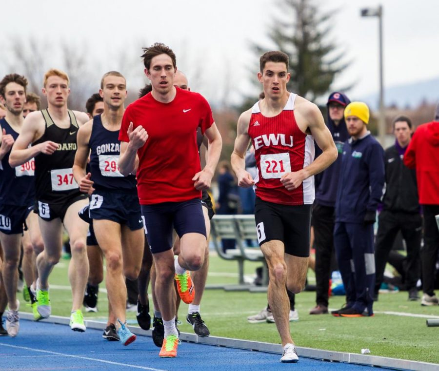 Sophomore+distance+runner+Issac+Barville+leads+the+pack+in+the+1%2C500-meter+run+at+the+WAR+XII+on+April+6.+Barville+finished+the+race+first+overall+with+a+time+of+3%3A50.62.
