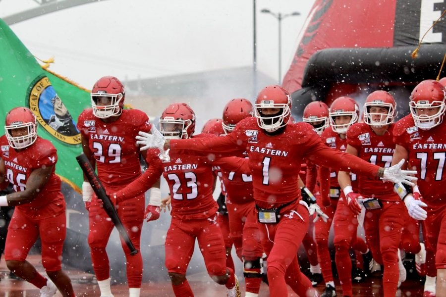 EWU+takes+the+field+in+snowy+and+windy+conditions.+EWU+beat+UND+35-20+Saturday.