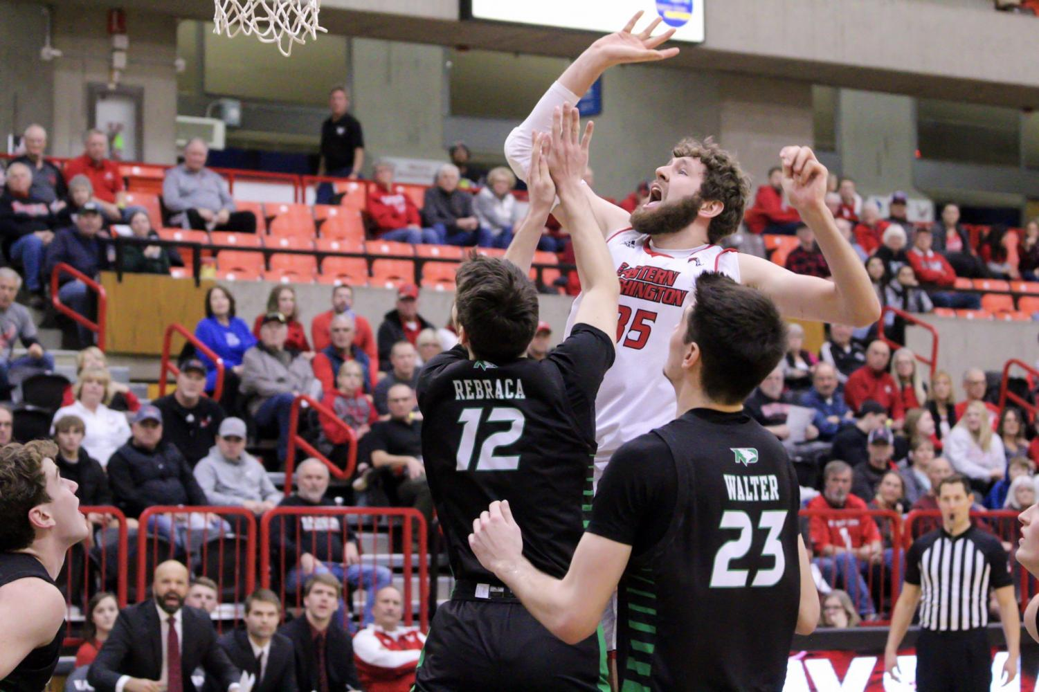 Tanner Groves goes for a dunk.